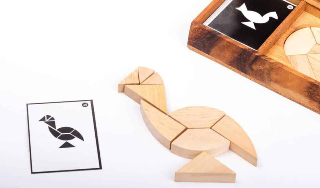 chicken & egg tangram with card